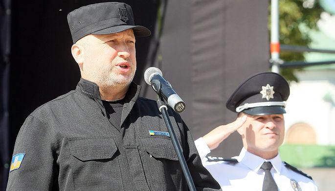 Секретарь Совета национальной безопасности и обороны Украины Александр Турчинов во время празднования Дня национальной полиции на Софийской площади