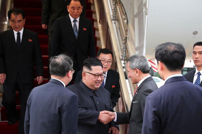 Министр иностранных дел Сингапура Вивиан Балакришнан встречает лидера КНДР Ким Чен Ына, 10 июня 2018 года