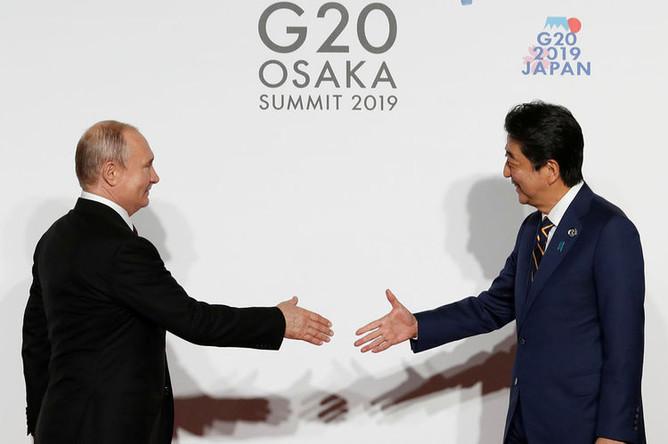 Президент России Владимир Путин и премьер-министр Японии Синдзо Абэ на полях саммита G20 в Осаке, 28 июня 2019 года
