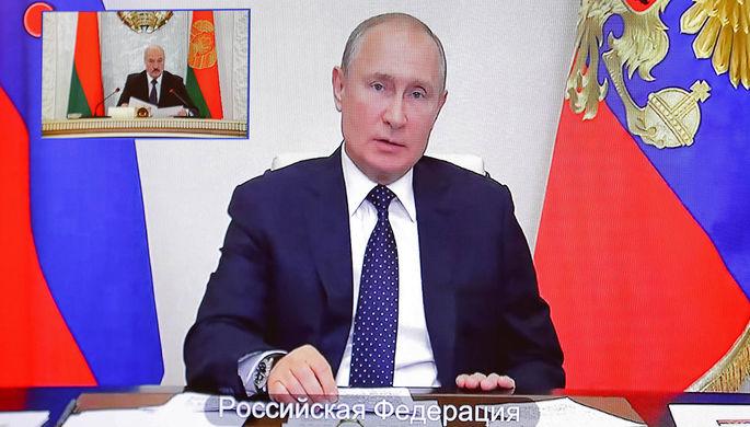 Президент Белоруссии Александр Лукашенко и президент России Владимир Путин во время заседания Высшего Евразийского экономического совета в режиме видеоконференции, 19 мая 2020 года