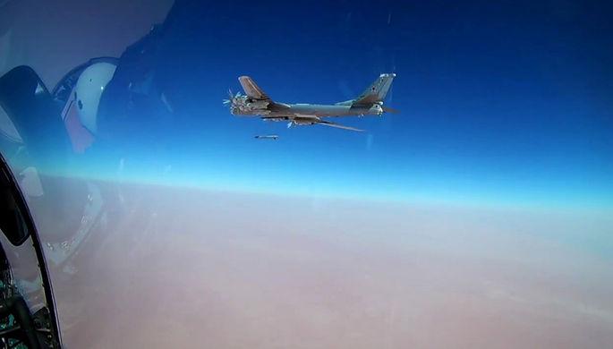Пуск бомбардировщиком Ту-95МС крылатой ракеты Х-101