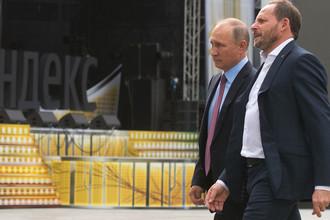 Владимир Путин и генеральный директор «Яндекс» Аркадий Волож в московском офисе компании, 21 сентября 2017 года