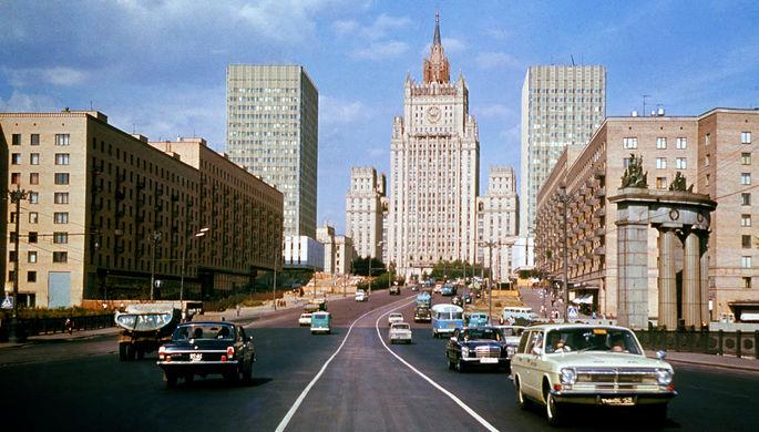 Вид на здание Министерства иностранных дел, 1975 год