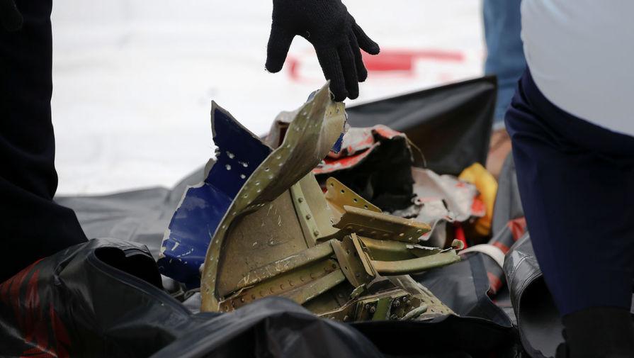 Обломки потерпевшего крушение пассажирского лайнера авиакомпании Sriwijaya Air в порту Танджунг-Приок в Джакарте, 10 января 2021 года