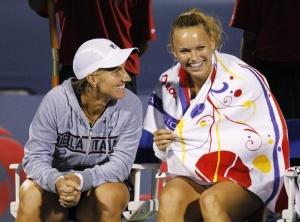 Светлана Кузнецова (слева) и Каролин Возняцки пока еще не знают, что их игра будет перенесена