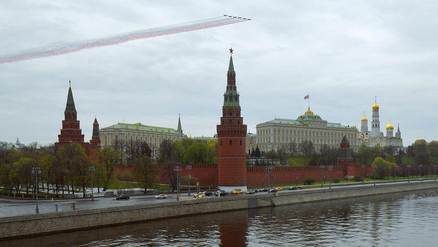 Штурмовики Су-25 на репетиции воздушной части парада Победы в Москве, 4 мая 2020 года