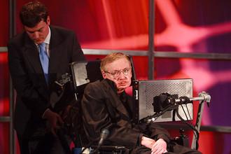 Стивен Хокинг — известный больной БАС, который живет со своей болезнью уже 40 лет и вселяет надежду в других больных