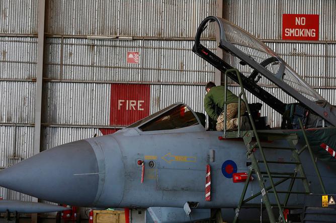 Подготовка самолетов Tornado к операции на базе Королевских авиационных сил Великобритании на юге Кипра