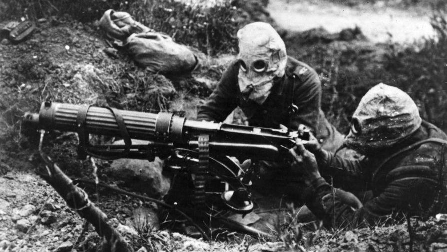 Британские солдаты в противогазах в первый день битвы на Сомме