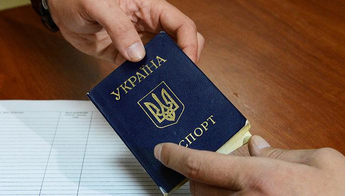 Зеленский даровал гражданство 14 «защитникам» суверенитета