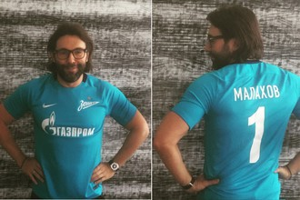 Шоумен Андрей Малахов в форме футбольного клуба «Зенита»