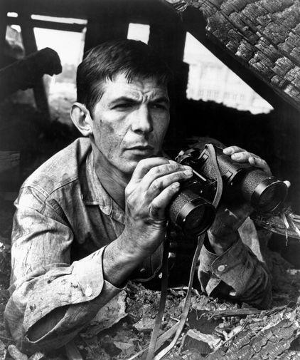 Леонард Нимой на съемках фильма «Балкон» (1963)