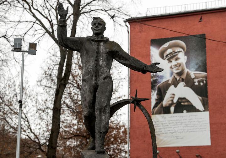 Памятник космонавту Юрию Гагарину авторства Анатолия Новикова в подмосковных Люберцах