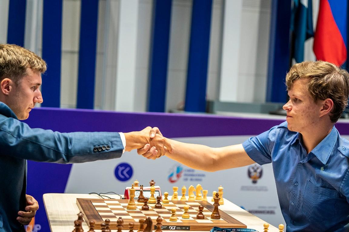 Сергей Карякин и Владислав Артемьев вматче Кубка мира пошахматам