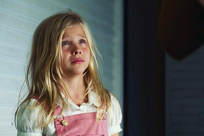 Одна из первых ролей Хлои — фильм «Ужас Амитивилля» (2005), в котором актриса снялась в возрасте 8 лет. Роль принесла ей номинацию на премию Young Artist Award