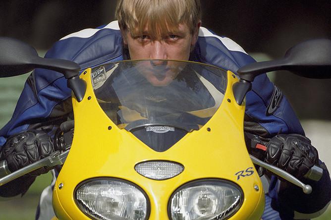 Евгений Плющенко во время занятий мотокроссом, 2004 год