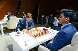 Российский гроссмейстер Сергей Карякин принимает участие в супертурнире в Азербайджане