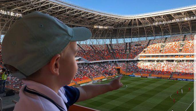 Ребенок во время матча «Мордовия» — «Краснодар-2» в Саранске