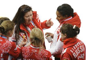 Ольга Андрианова (в центре)