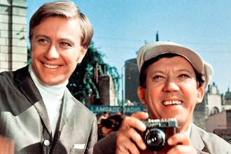 Андрей Миронов и Юрий Никулин. Кадр из фильма «Бриллиантовая рука», 1969 год