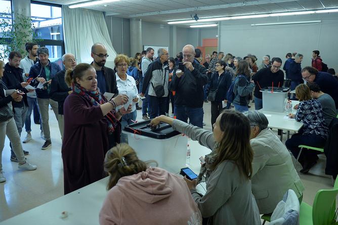 Голосование на одном из участков в Барселоне, 1 октября 2017