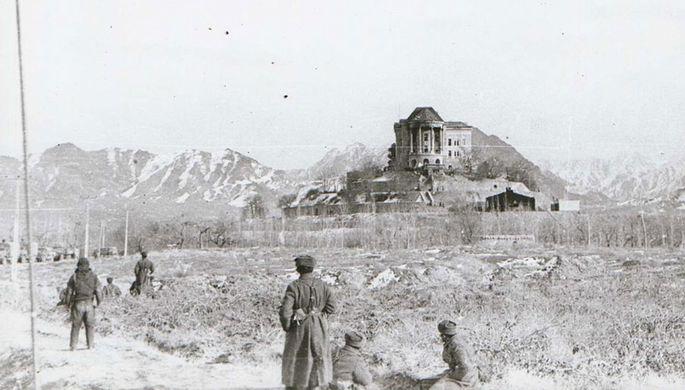 Дворец Амина со стороны правого крыла после штурма