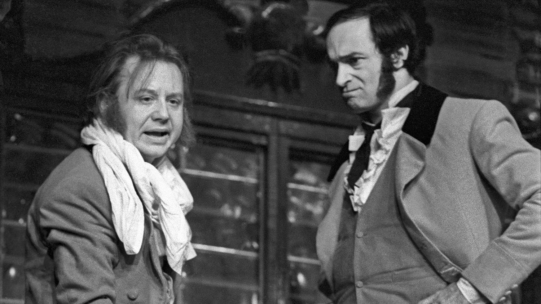Олег Табаков в роли Балалайкина и Валентин Гафт в роли Глумова в спектакле «Балалайкин и К», 1973 год