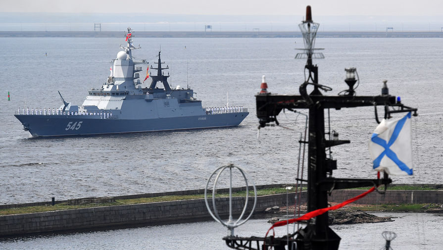 Корабли ВМФ РФ не могут зайти в Суэцкий канал из-за севшего на мель судна