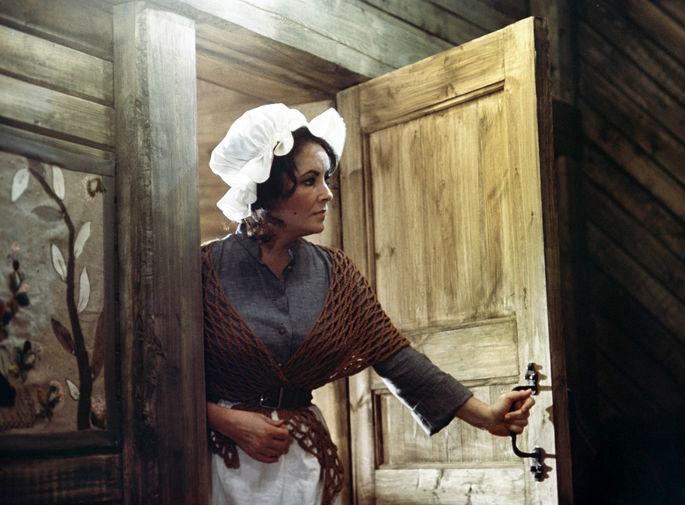 Элизабет Тейлор в фильме «Синяя птица» (1976)