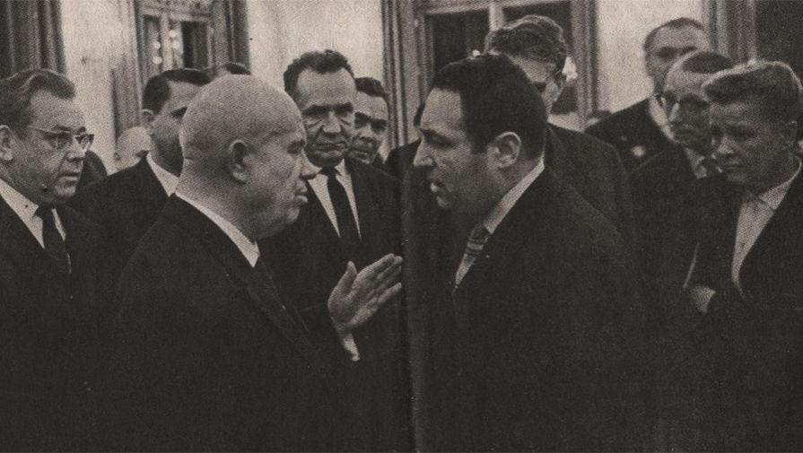 Никита Хрущев и Эрнст Неизвестный на выставке «ХХХ лет МОСХ» в Манеже, Москва, 1962 год