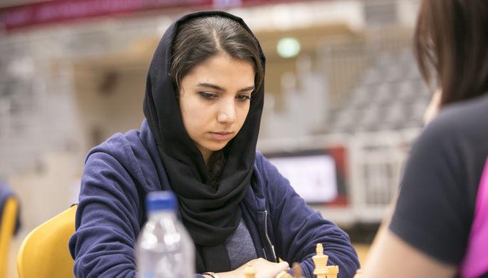 В Иране все женщины обязаны по закону в публичных местах носить хиджаб