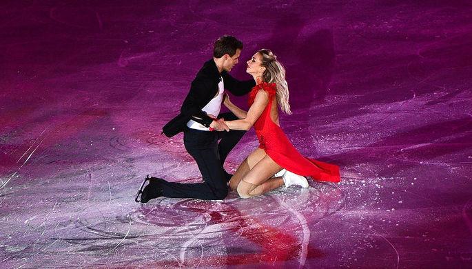 Виктория Синицина и Никита Кацалапов (Россия) участвуют в показательных выступлениях финала Гран-при по фигурному катанию в Ванкувере