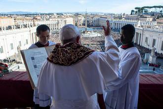 Папа Римский Франциск во время службы на площади Святого Петра в Ватикане, 25 декабря 2018 года