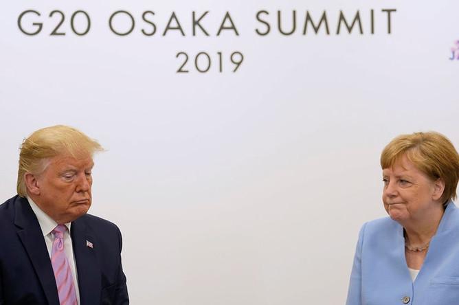 Президент США Дональд Трамп и канцлер Германии Ангела Меркель на полях саммита G20 в Осаке, 28 июня 2019 года