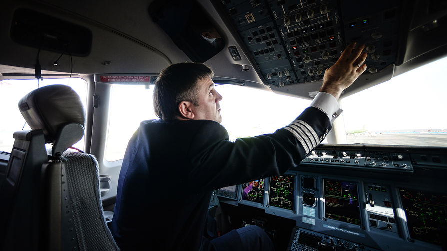 Самолет SSJ100 экстренно сел в Самаре из за неисправности