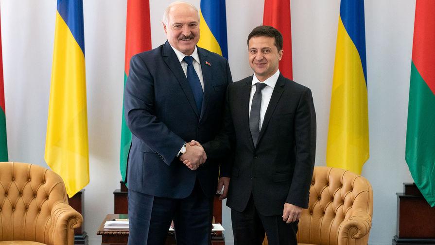 Зеленский подарил Лукашенко вышиванку