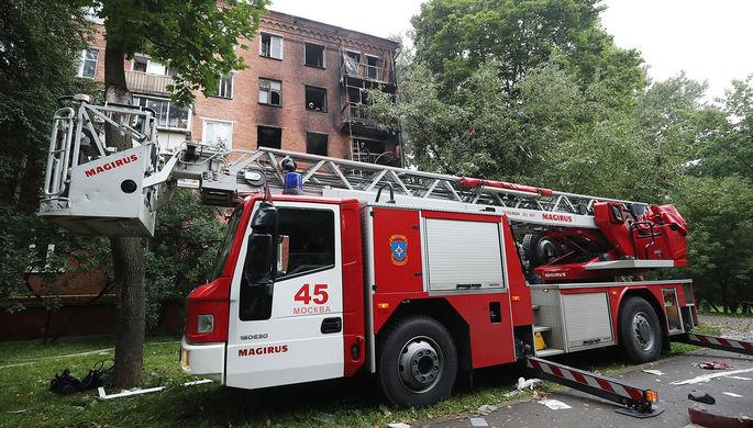 Пожарная машина у жилого дома на улице Кубинка, где произошел взрыв, 26 августа 2020 года