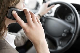 Штраф за разговор по мобильному телефону за рулем может вырасти в 10 раз