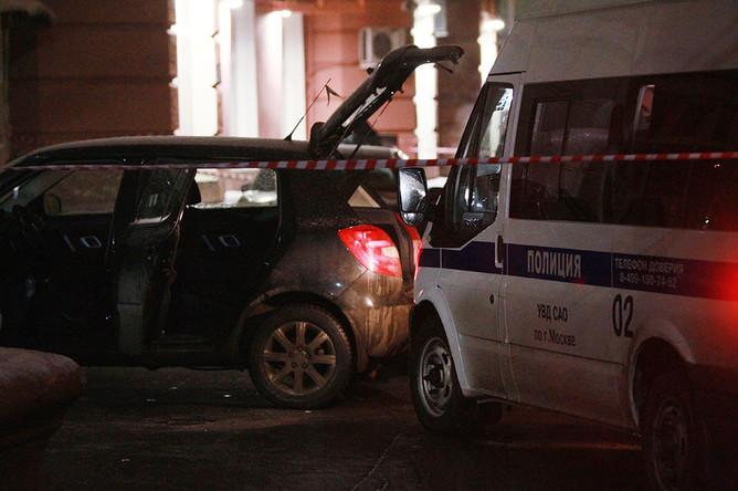 На месте происшествия в 1-м Новоподмосковном переулке 4, где был найден автомобиль с телом Ирины Кабановой