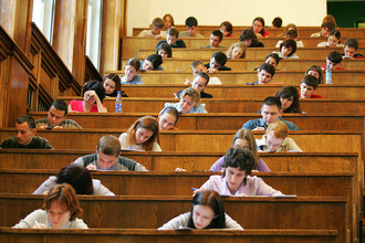 Школьники вновь будут писать выпускное сочинение