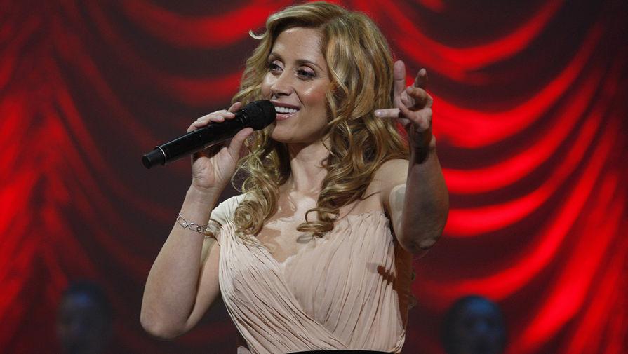 Лара Фабиан во время выступления со своим новым шоу «Мадемуазель Живаго» в Киеве, 2010 год