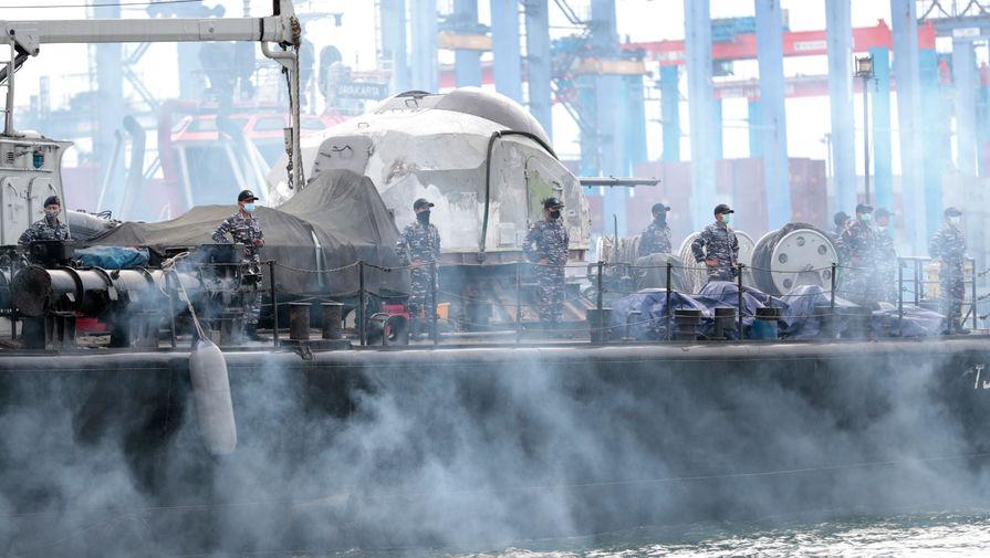 Моряки во время поисковой операции в Яванском море, 9 января 2021 года