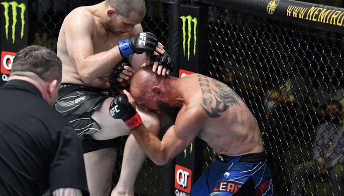 Алекс Мороно и Дональд Серроне в поединке на UFC Vegas 26