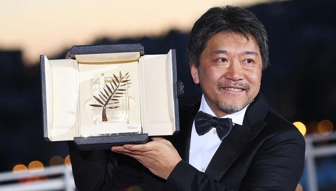 Режиссер Хирокадзу Корээда на фотосессии победителей в рамках церемонии закрытия 71-го Каннского международного кинофестиваля, 19 мая 2018 года