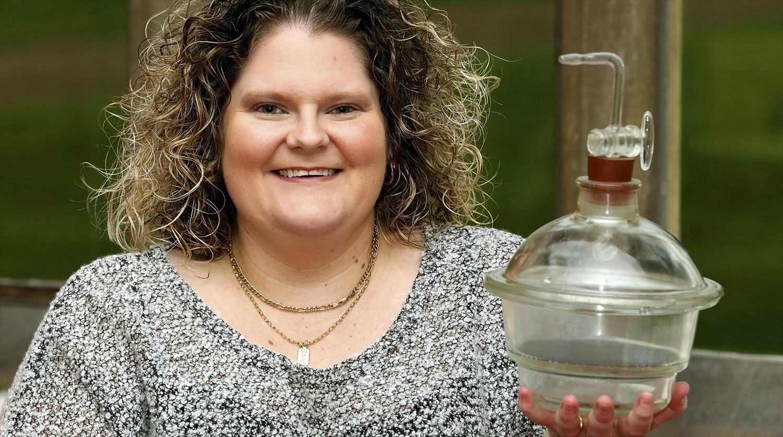 Луиза Браун с инкубатором, в котором находился ее эмбрион