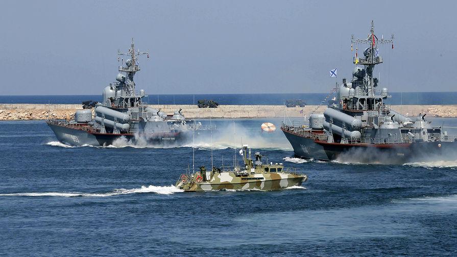 Черноморский флот вывел корабли в море для проведения учений