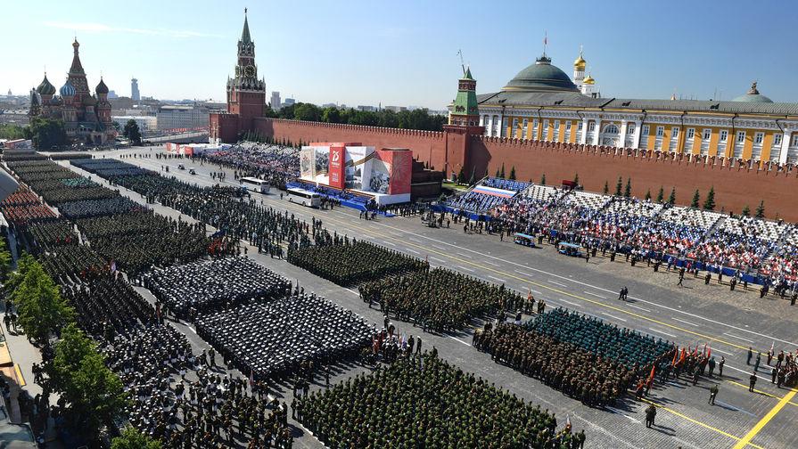 Военнослужащие парадных расчетов перед началом военного парада в ознаменование 75-летия Победы в...