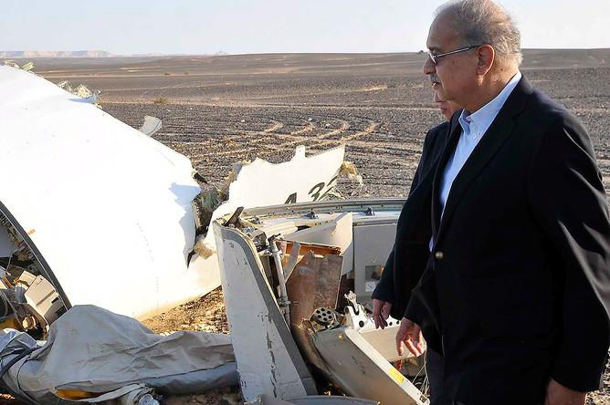 Премьер-министр Египта Исмаил Шариф на месте крушения самолета А-321 авиакомпании «Когалымавиа» в центральной части Синайского полуострова