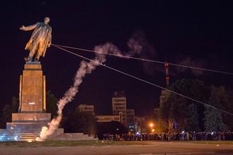 Демонтаж памятника Ленину в Харькове, Украина, 2014 год