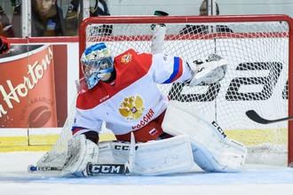 Голкипер молодежной сборной России Алексей Мельничук во время последнего матча Суперсерии